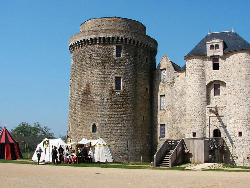 chateau-medieval-saint-mesmin